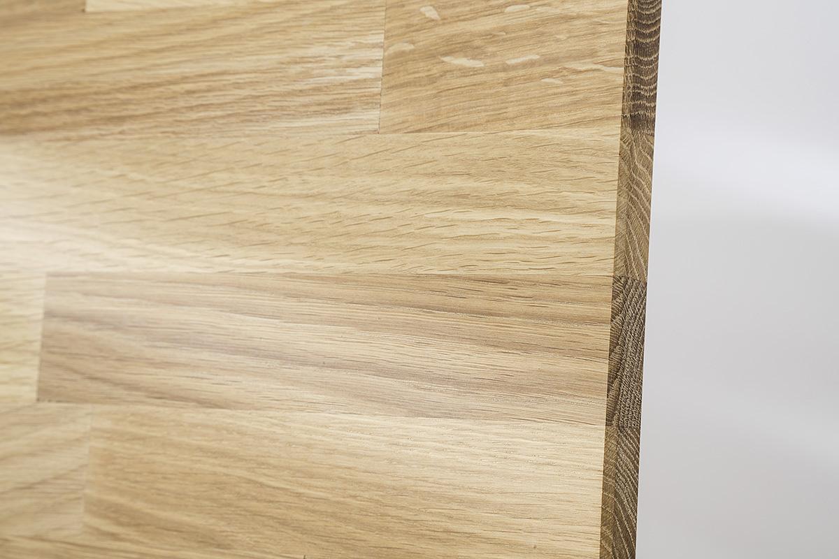 Ansicht einer Leimholz Platte aus dem Holz einer Wild-Eiche.